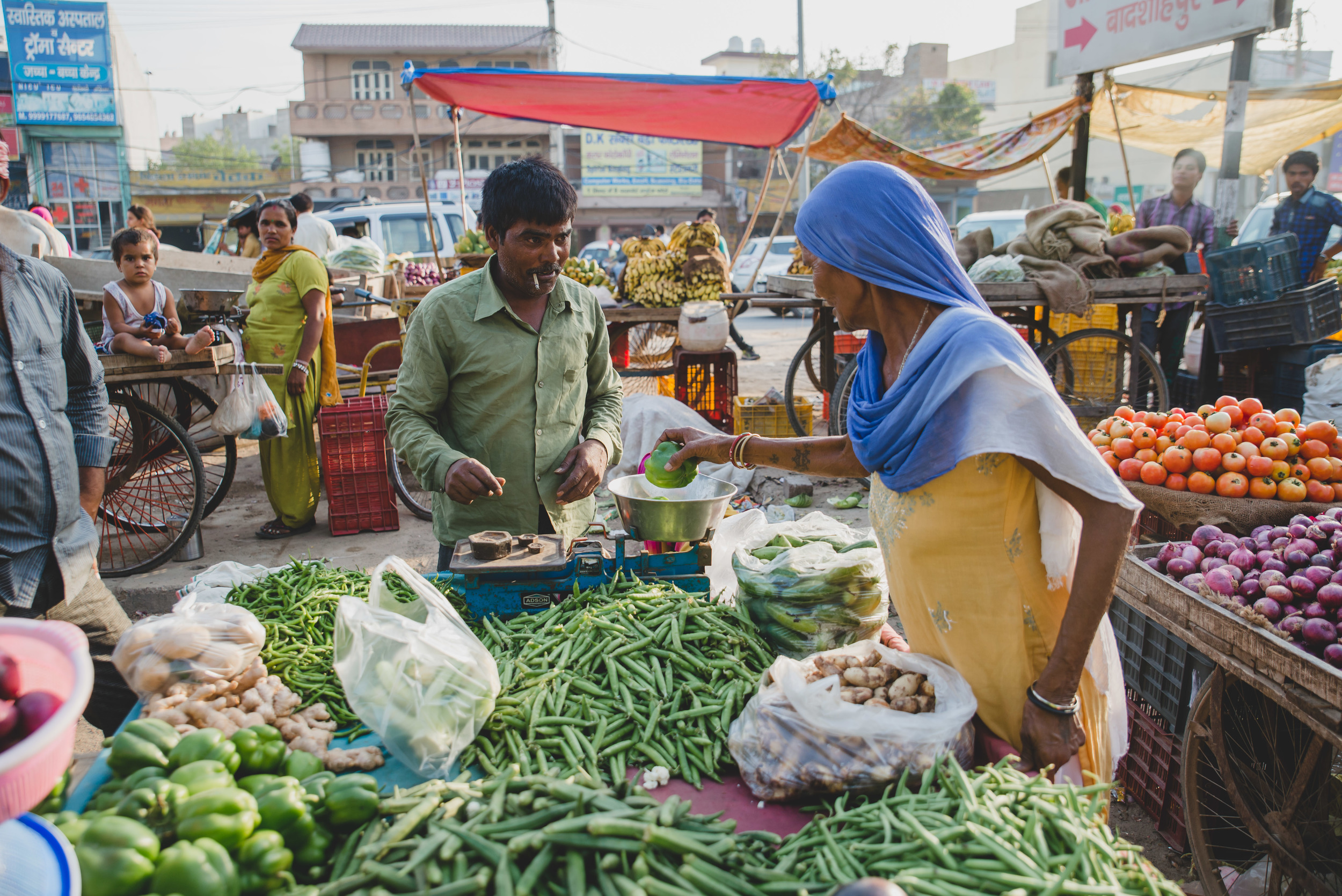 We accompanied our host through a labyrinth of narrow dirt roads to reach the marketplace on one of the city's newer roads. With the money earned from washing dishes, she was able to buy the kind of vegetables she used to grow.