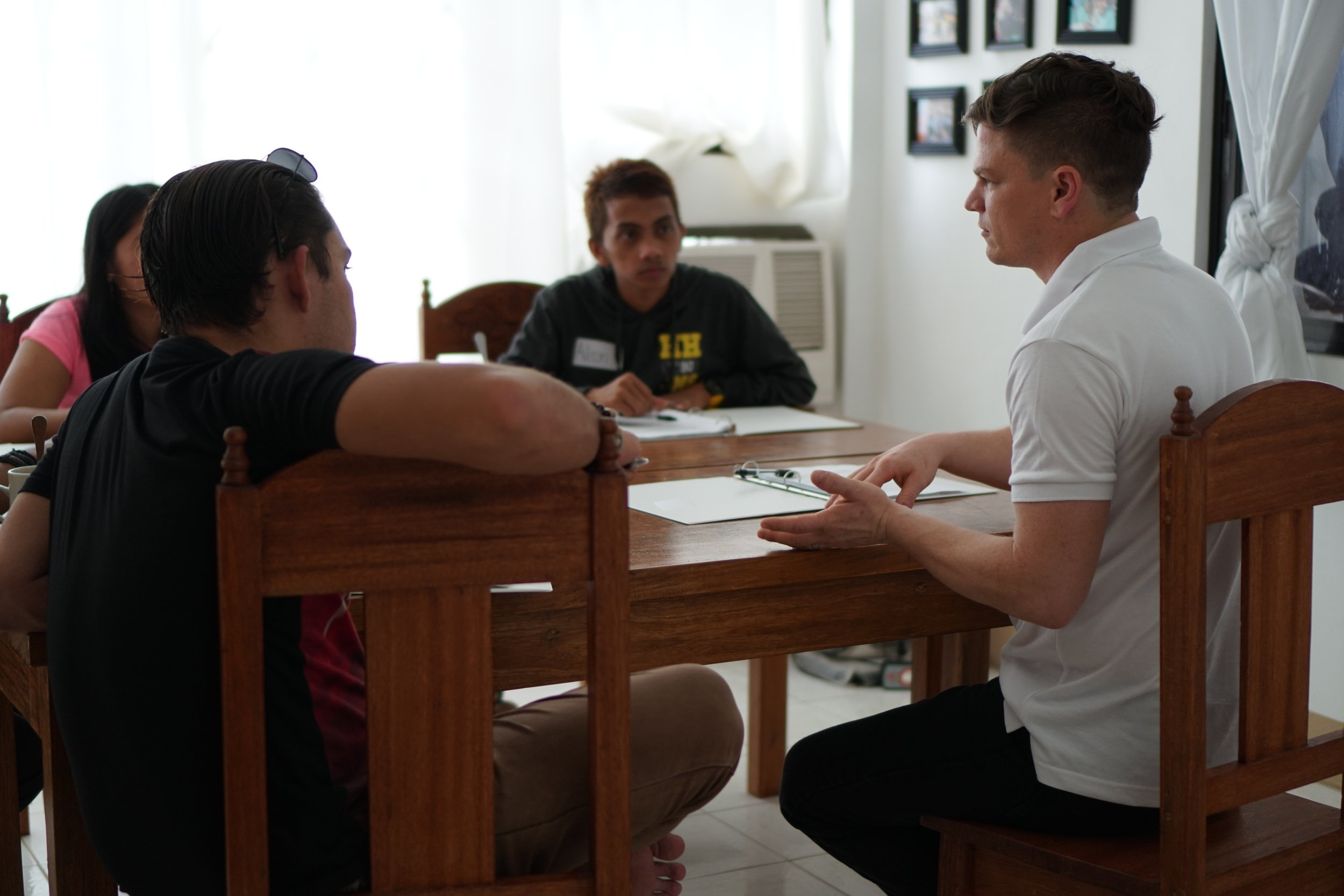 Jason Carpenter spends time with youth leaders in a small group breakout session during our Biblical Studies Seminar.