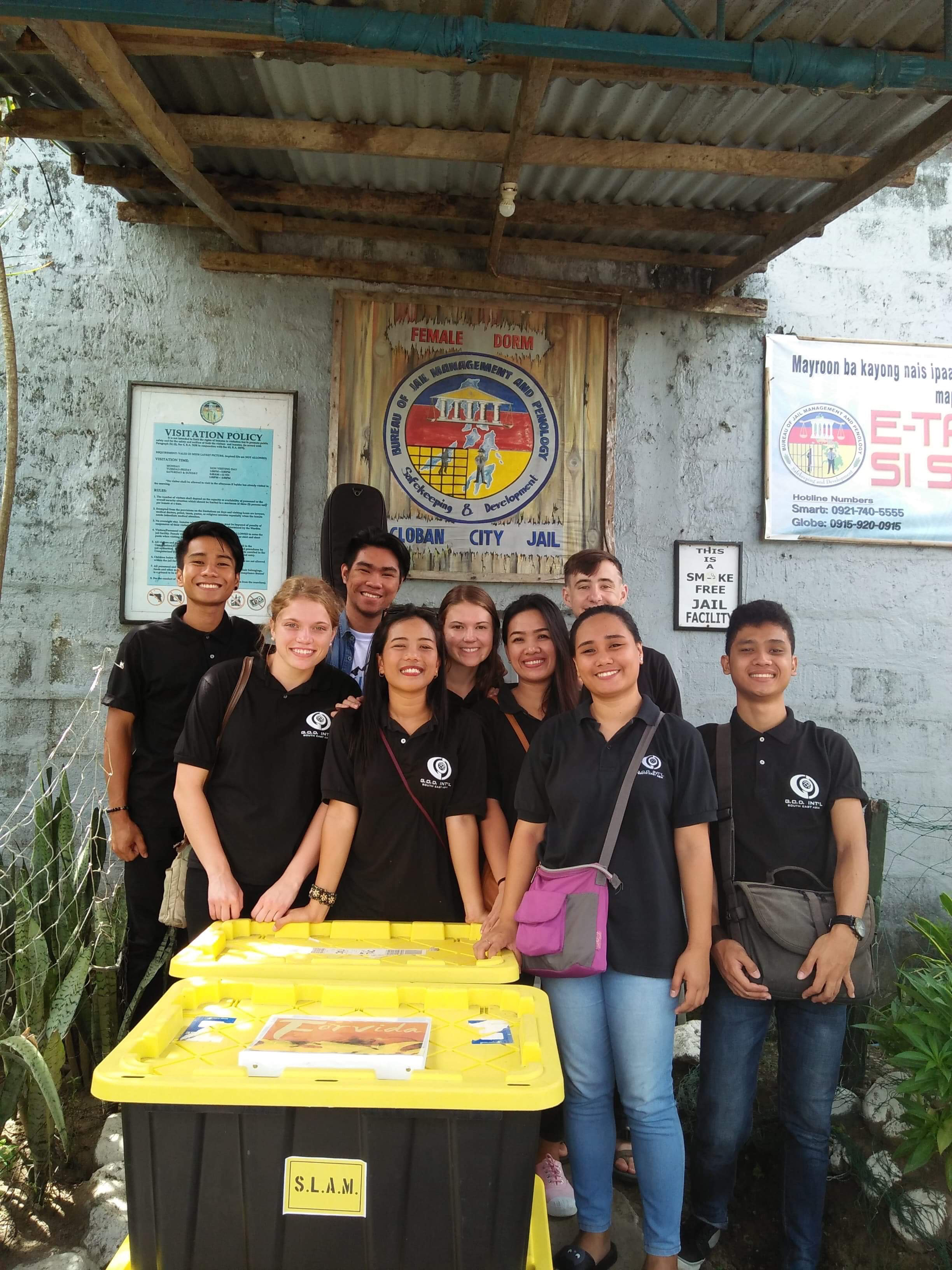 The 2018 Summer Immersion team in Tacloban visited the women's prison each week, this time they put on a special musical performance for the women.