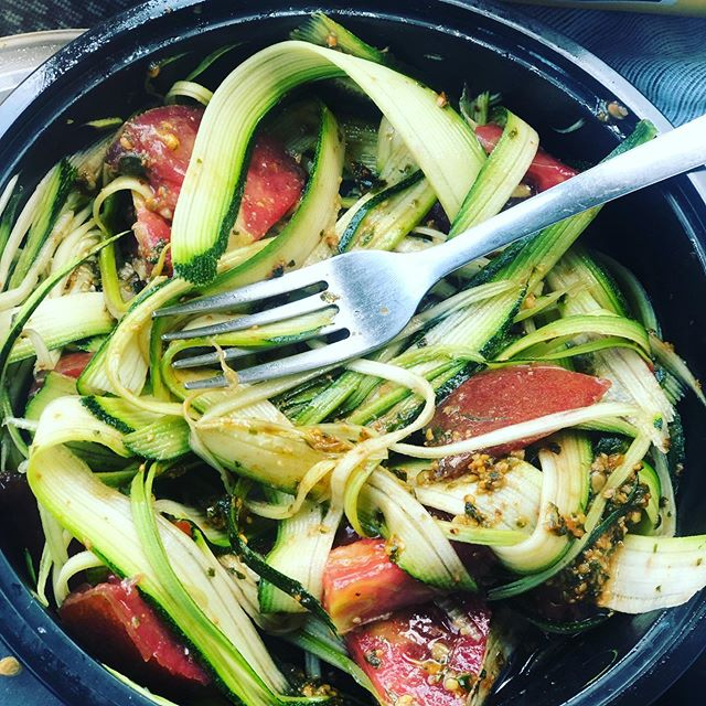 Here's to quick summer lunches from the farm ☀️A zucchini noodle, heirloom tomato salad with basil pesto to take it over the top! Yes please! Come see us this Friday from 4-7pm @hipdfarmersmarket