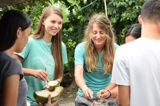 The immersion students from @institute_for_god experienced a good portion of hospitality this week from the family of @ateayrish. During a home visit, the students shared stories, a meal, and new friendships with one of the most precious families we know! #Philippines #godintlsea #leyte #palo
