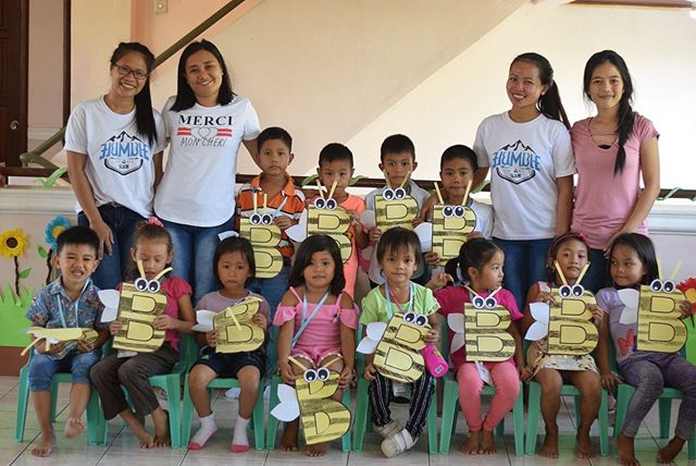 This summer at #Tahanan we have been tutoring some young students through our literacy booster program called EsKwela. Some special teachers have volunteered their time to teach this summer class that is focused on helping students learn to read in their mother-tongue. 🙌🏼👏🏼 #philippines #elementaryeducation