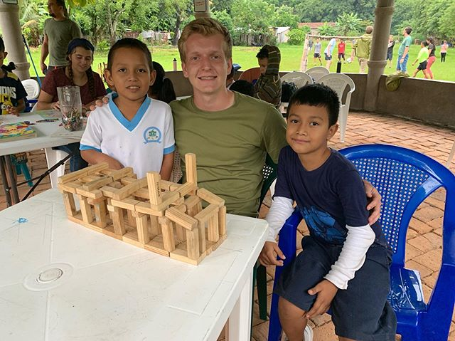 Isaiah Aaseby, along with the rest of Da Mission team, has spent much of their trip learning to to communicate with and build relationships with our neighbors in El Salvador. Thankfully, these kids benefit regularly from the personnel and programs of @godintl_la. Our team has been able to help with their ongoing ministry, learning what it takes to live God's mission! #damission2019 #elsalvador #studentslivingamission