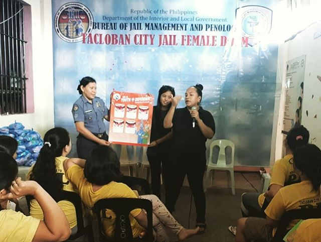"""T.A.S.K. Program Coordinator for the #TaclobanCity Jail, Rina Miller, recently organized the assembly and distribution of 120 hygiene packs for the male and female dorms for our recent weekly visit. The toiletries were distributed along with an empowering hygiene seminar as well! Prisoners in the #Philippines often experience overcrowded spaces and limited access to resources, making these educational seminars and donations of the utmost importance. . We are now collecting donations for new shirts and undergarments for these ladies. Click link in bio to support this cause, and see our stories for more info! . (T.A.S.K. - Tulong Alay sa Kapatid - is translated in Tagalog to """"Offering Help to Your Brother/Sister"""")"""