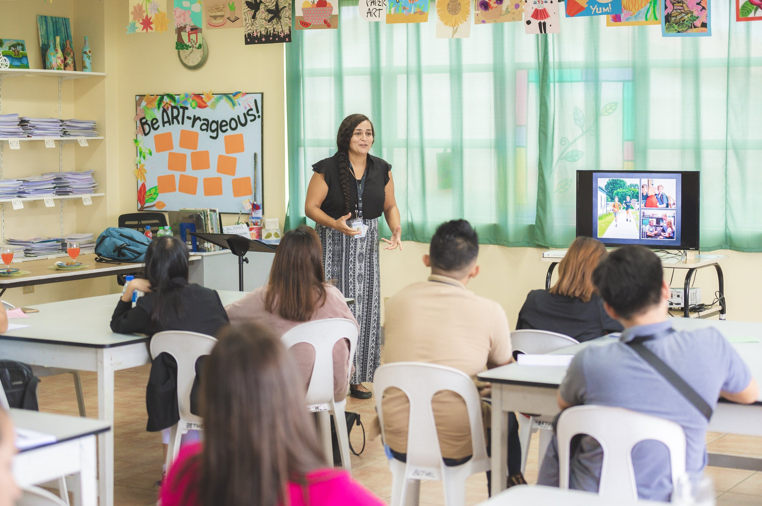 Academy elementary teacher, Leafa Vagatai, facilitated workshops on early education and music as a tool in the classroom. Leafa has over a year experience teaching in Filipino schools.
