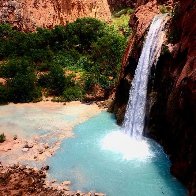 90% of my trips are unplanned and so was this visit to Supai. I was so short on time that I had to do a 22mi day hike to reach here and back after driving for 1.5 days. It totally was worth it! _ _ _ _ _ _ _ _ _ _ _ _ _ #instatravel #trip #beautiful #travelgram #instapassport #instago #flashesofdelight #mytinyatlas #unlimitedparadise #dametraveler #tourist #outdoors #explore #huvasufalls #vacation #instagood #igtravel #holiday #vacationwolf #passionpassport #mobilephotography #shotoniphone #neverstopexploring #liveauthentic #hsdailyfeature #lifeofadventure #pro_ig #watchthisinstagood #travel #explore #bestplacestogo