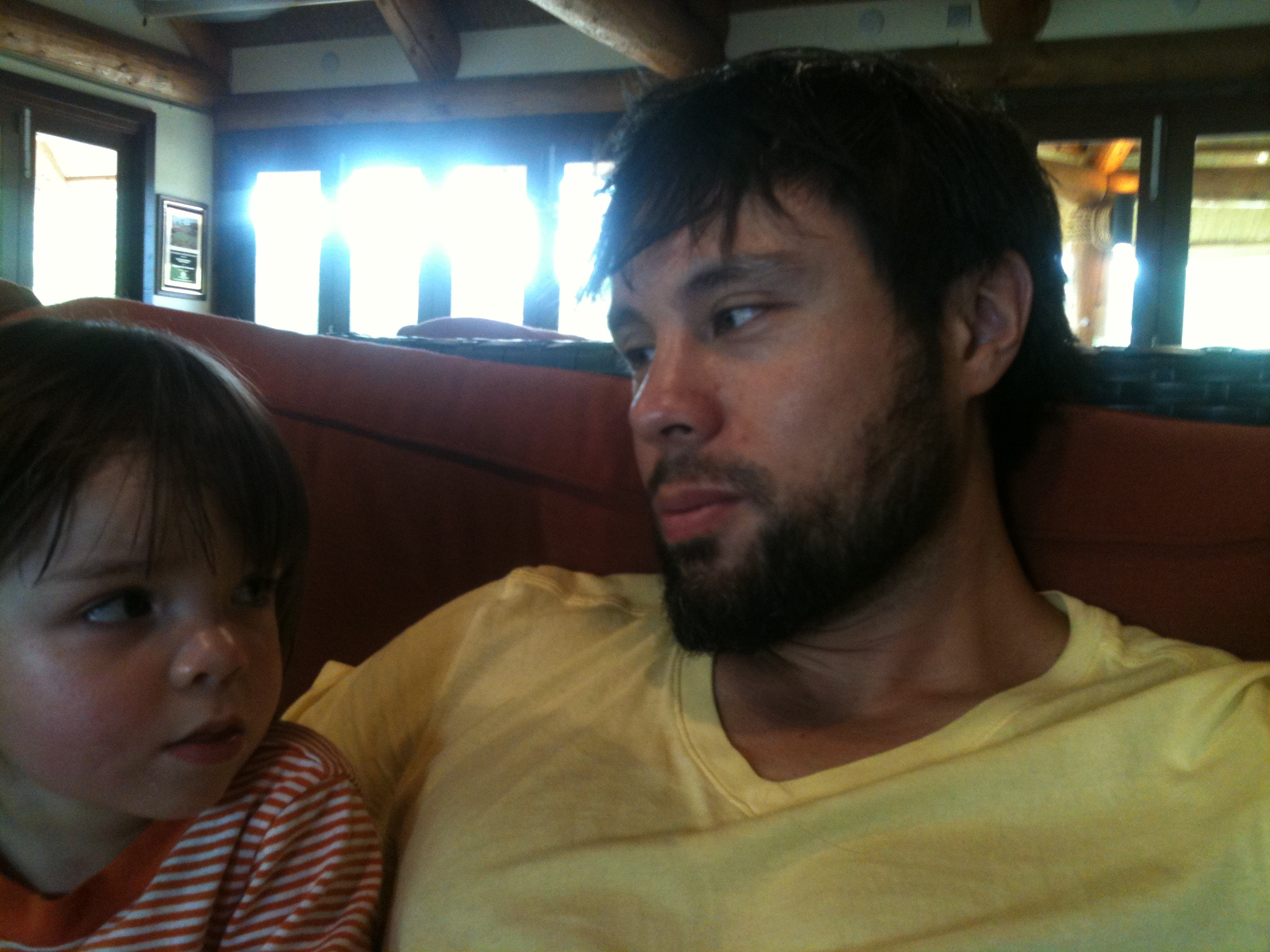 luca and eddie at the zoo may 26 2012.JPG