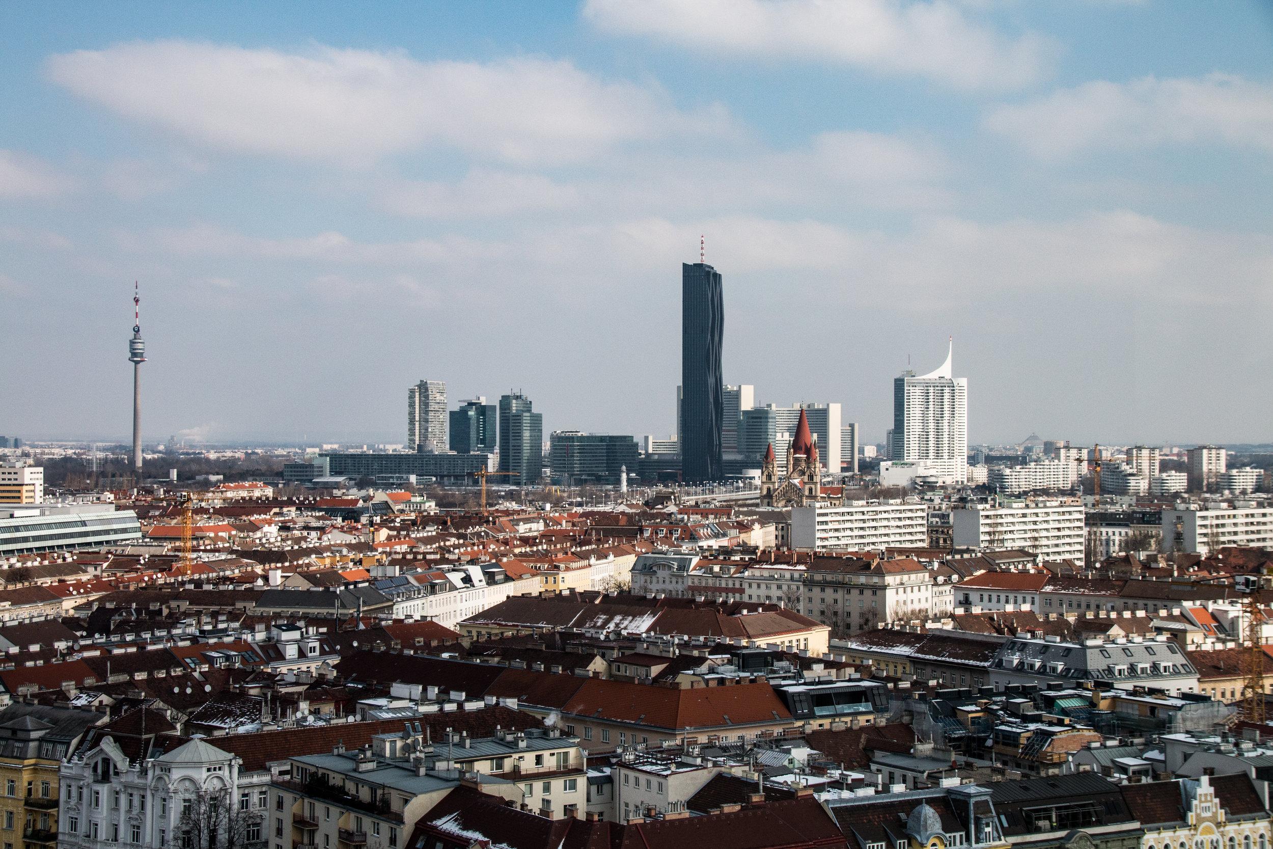 1020 Wien - Riesenrad - Blick auf die Donau City im 22. Bezirk   EOS 70D - F/8 - 1/1600 Sek - ISO 400 - 37mm