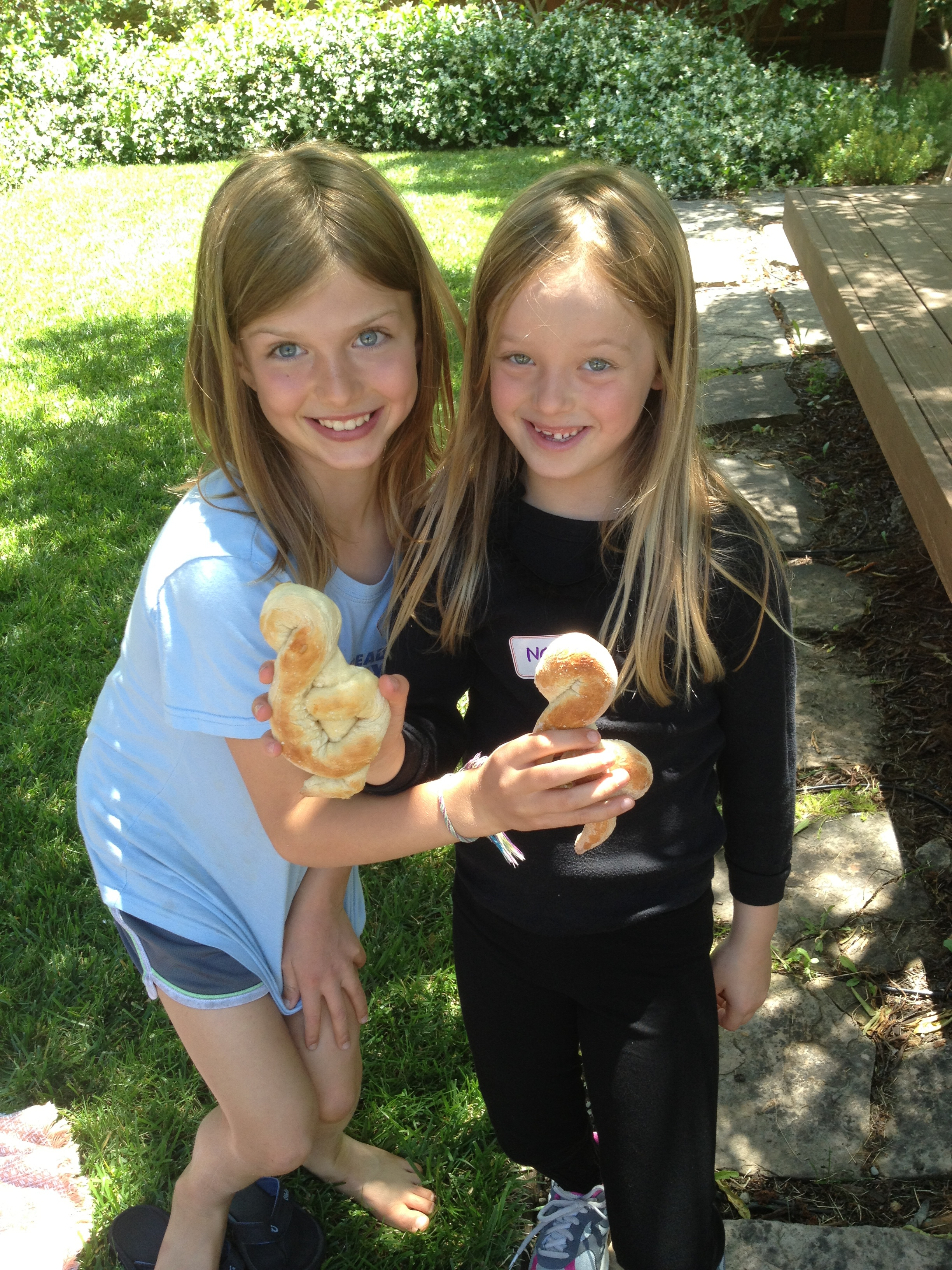 Violin Summer Campers with their delicious treble clef pretzels!