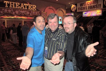 """Scott-free between two Daves. David """"Silly Billy"""" Kaye, Scott Wells & David Oliver at MAGIC Live! 2003"""