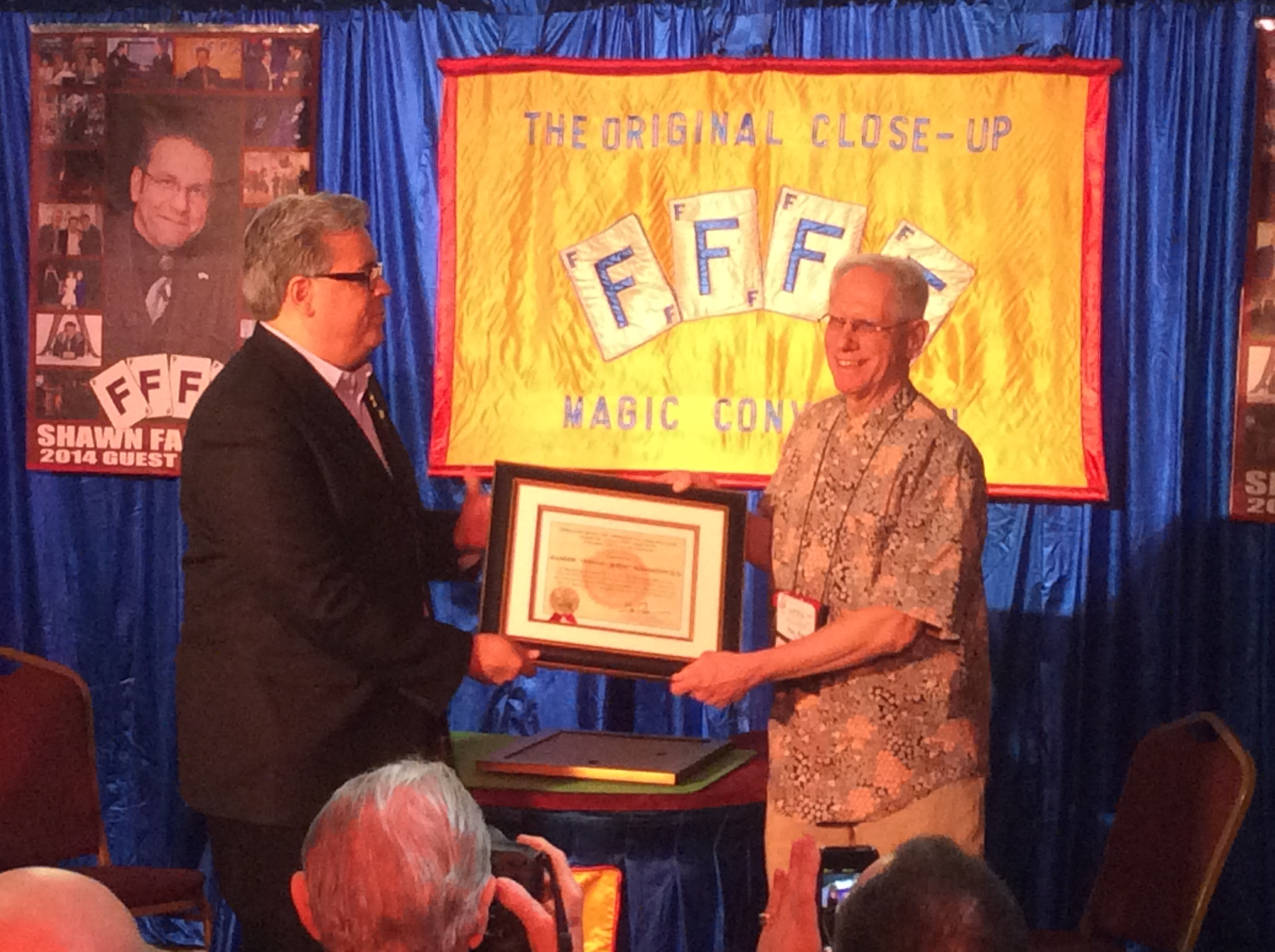 Eric DeCamps present S.A.M. award to Prof. Rem