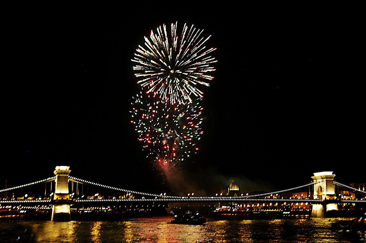 1280px-Fireworks_on_the_Danube_Bastille_Day_2008.jpg