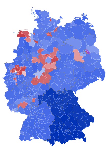 Blue regions are where the CDU and its sister party, the CSU, were the majority. Red regions were areas where the SPD won more votes.