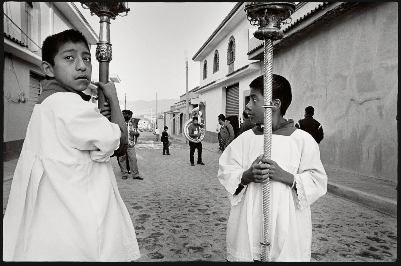 18_Altar boys in procession, Teotitlan del Valle_2015.jpg