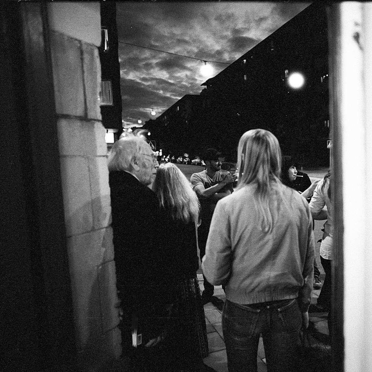 Izzy Young & friends outside Larrys Corner, Stockholm