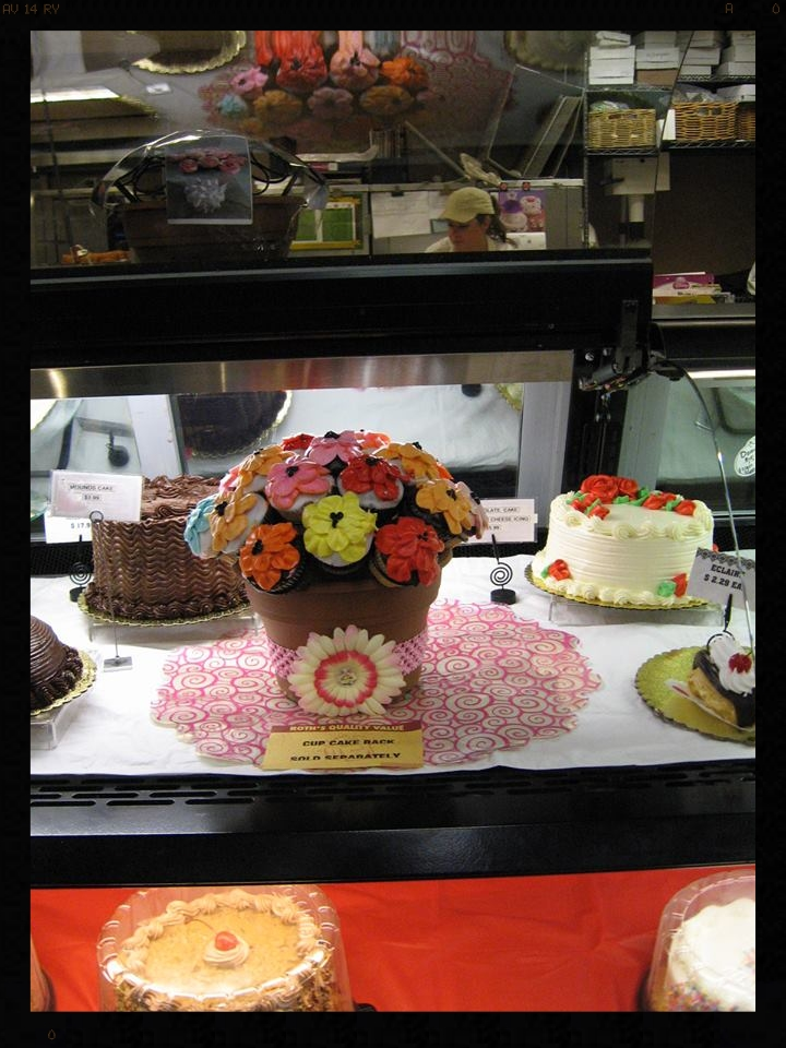 Roth's Fresh Market in McMinnville, OR is selling The Cupcake Rack and has it displayed in their bakery! Thank you Roth's!