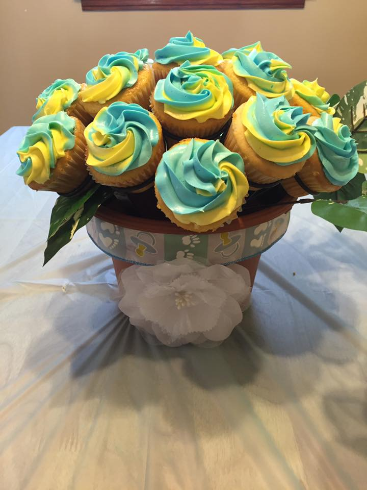 Gorgeous creation by Stacy M! Dual colors of frosting really add a flair to this gorgeous bouquet! Thank you Stacy!