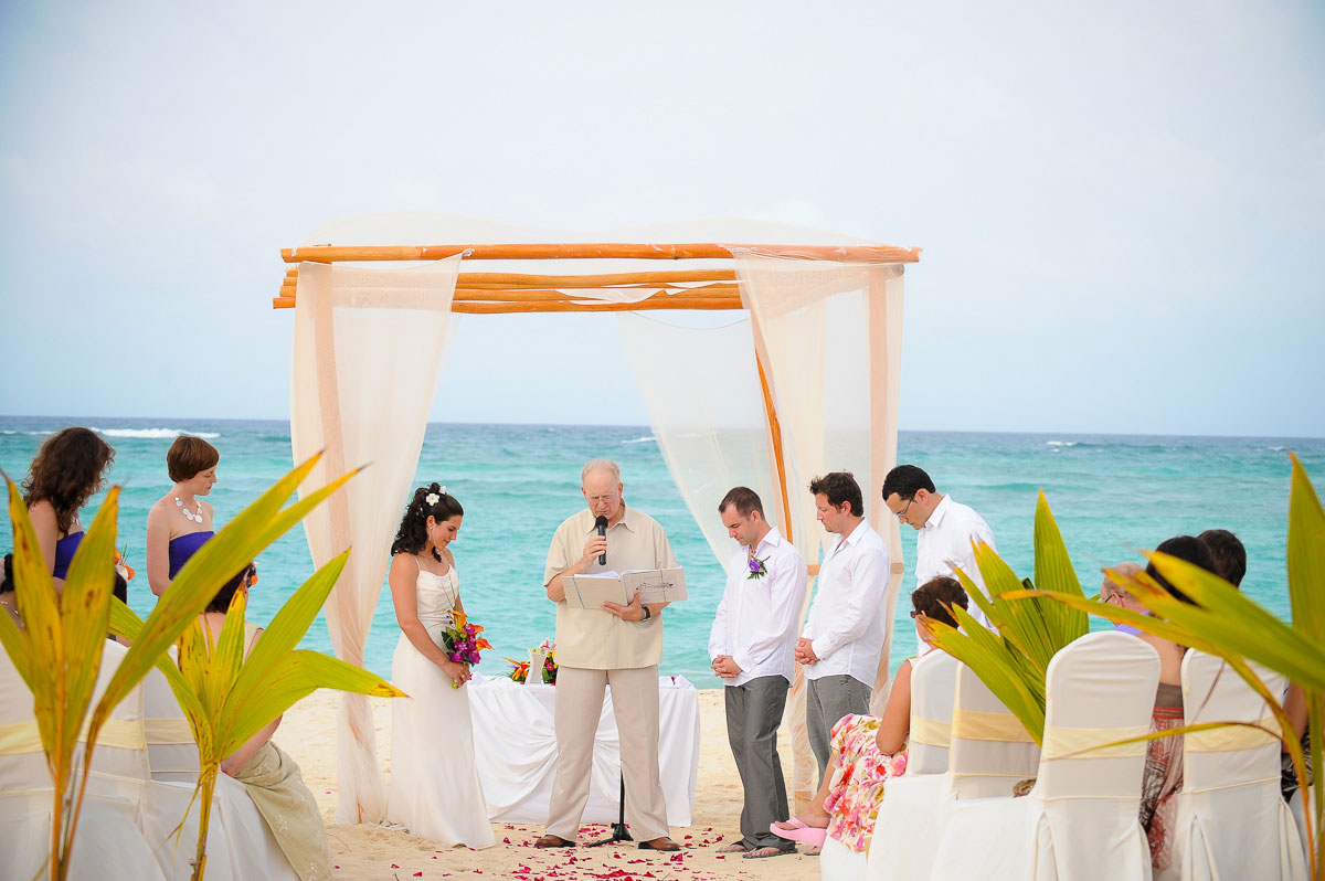 Beautiful wedding ceremony at the Majestic Colonial Resort, Punta Cana.
