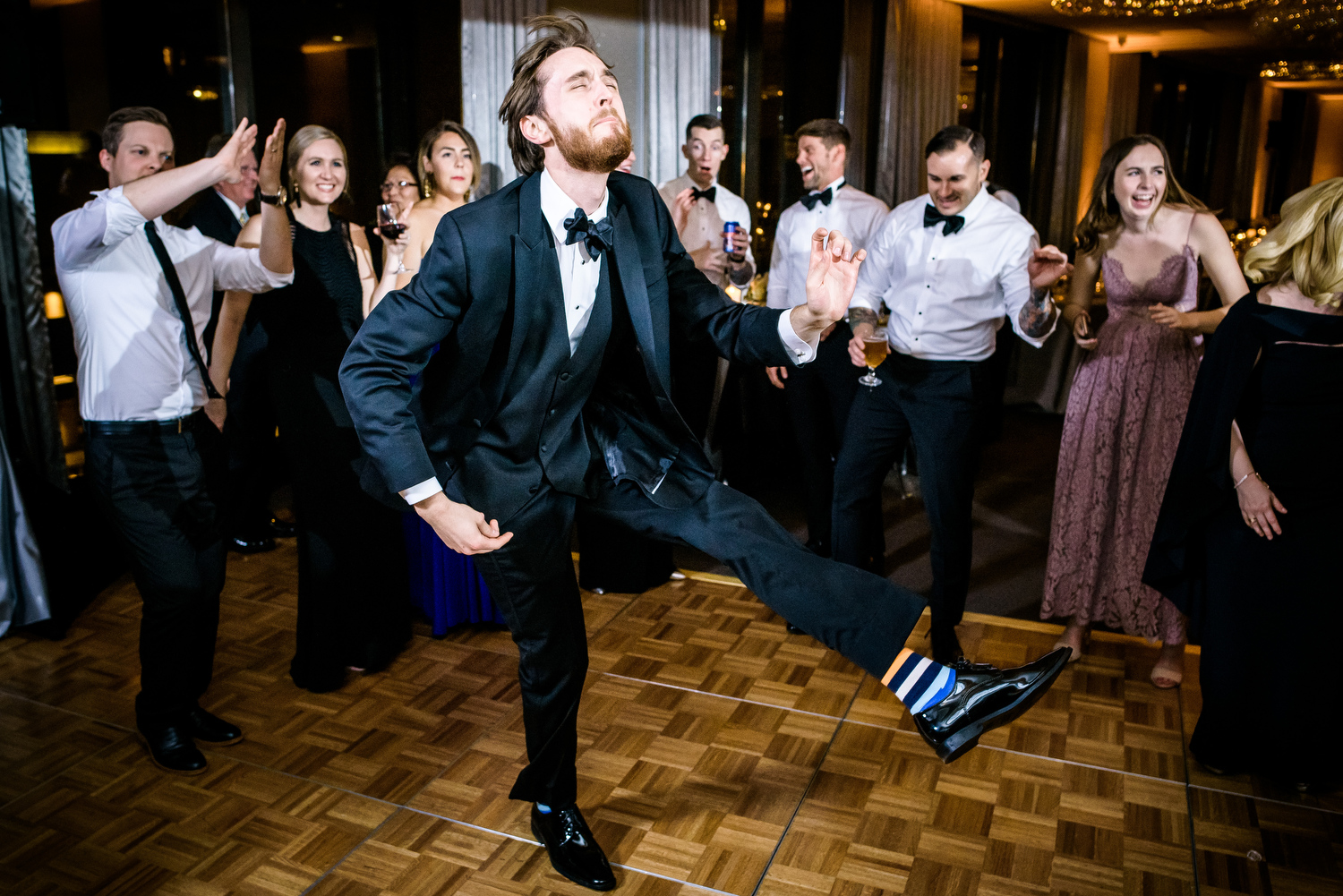 Funny dance floor moment during a Thompson Chicago wedding.