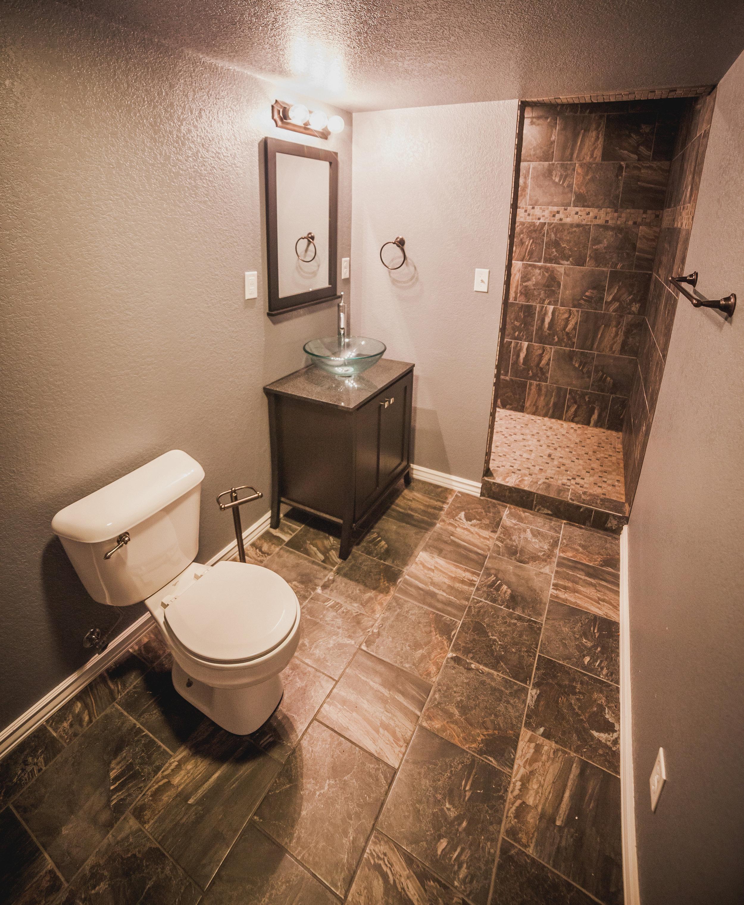 downstairs bathroom-7063.jpg