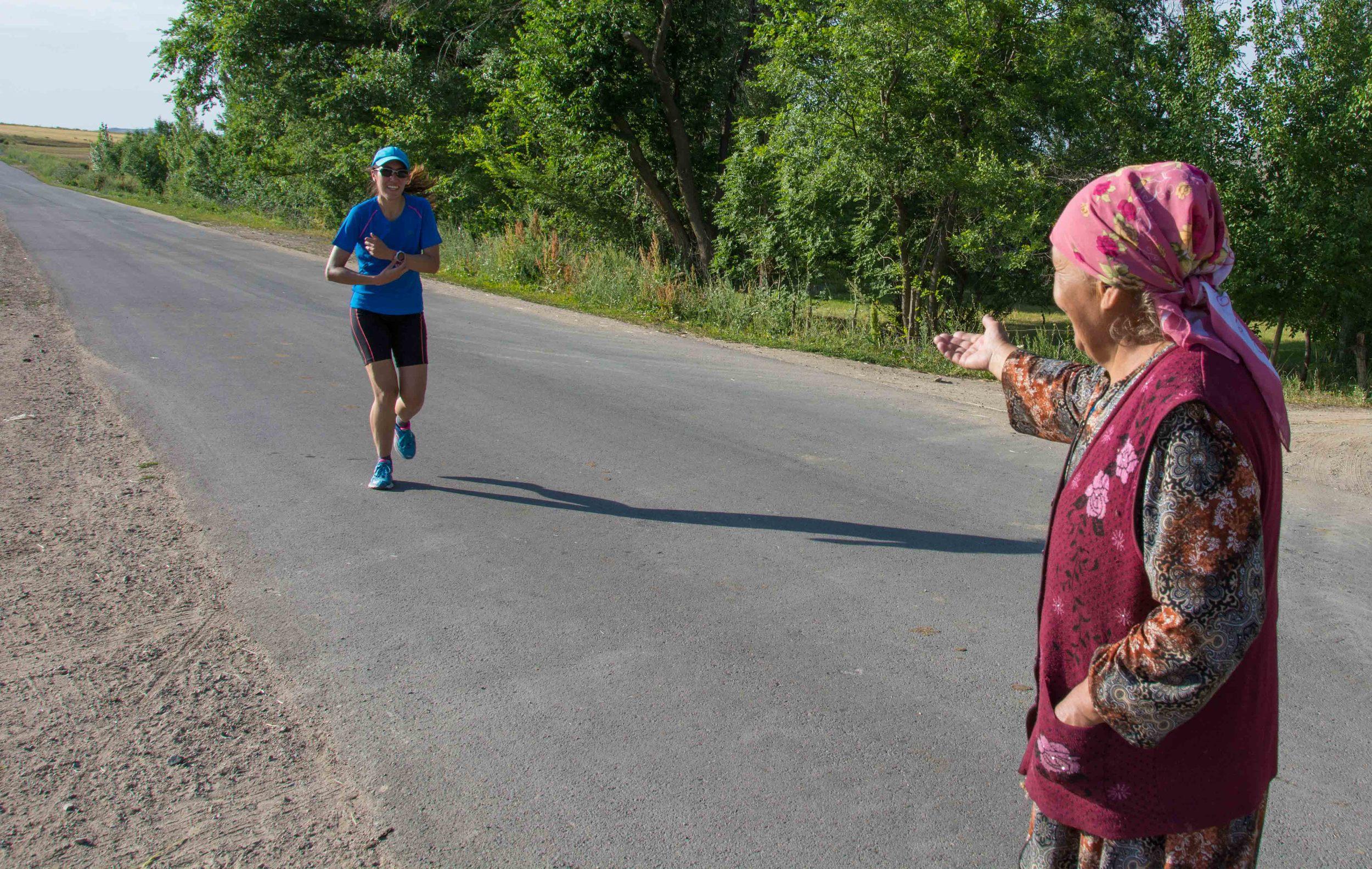 Une grand-mère Kirghize qui m'accueillit chez elle