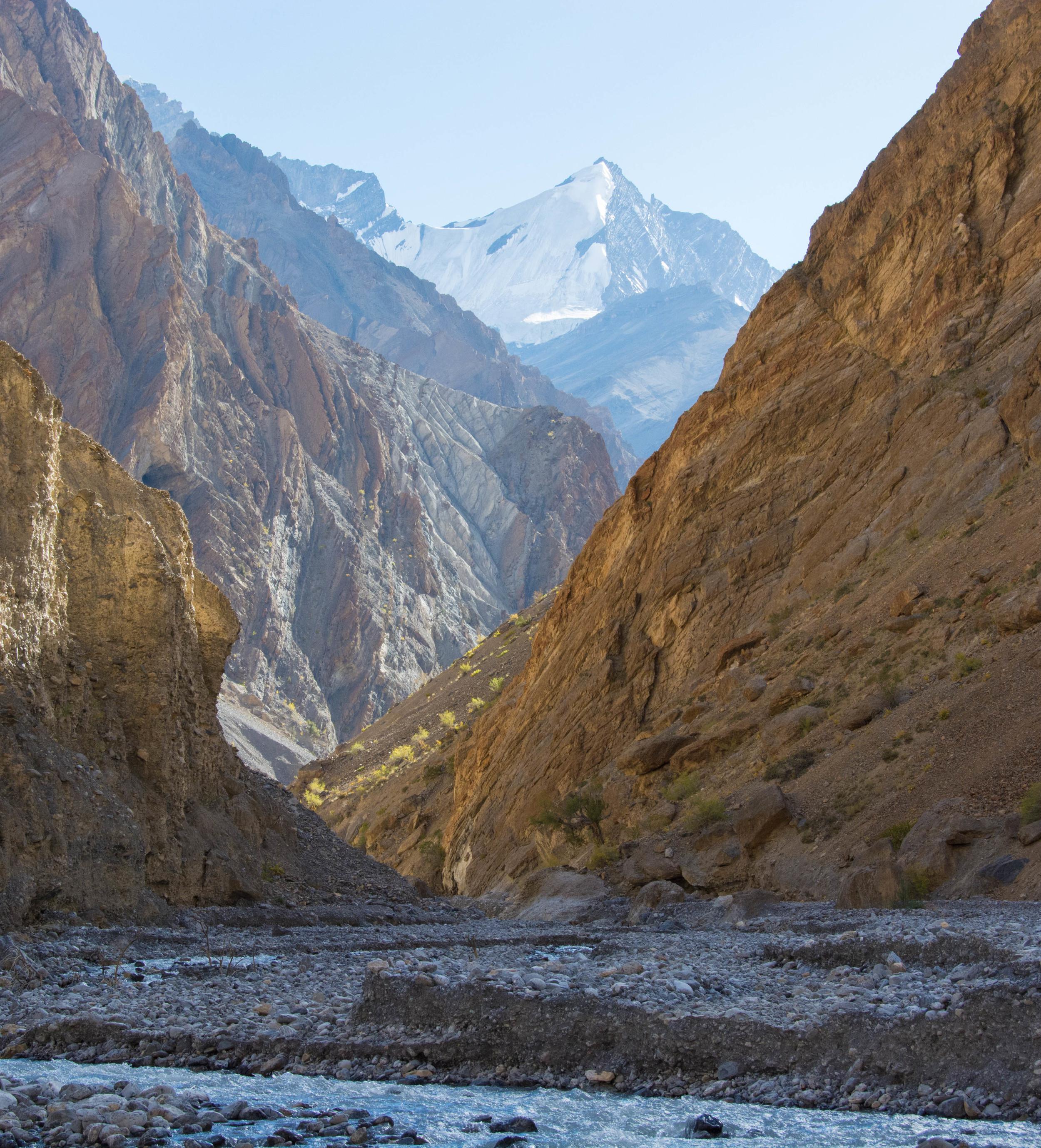 La chaîne himalayenne du Zanskar en automne