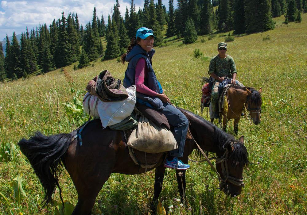 Randonnée équestre dans la réservede Naryn (Kirghizistan)