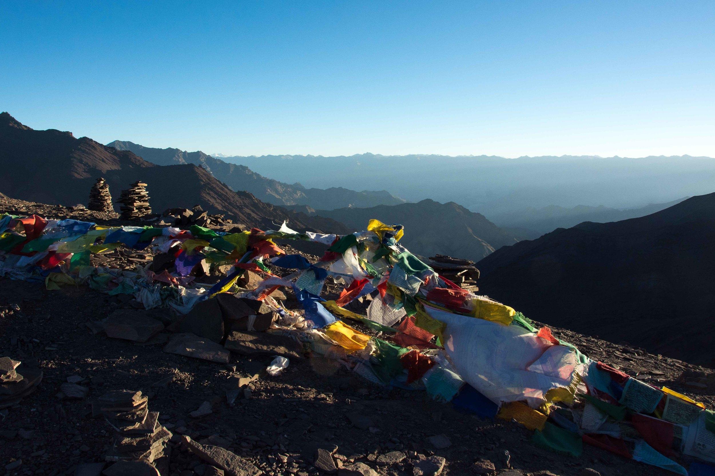 Drapeaux à prières au passage du col de Gangmaru La (5200 mètres)