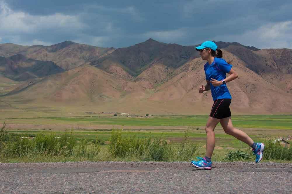 KIRGHIZISTAN - J'alterne 800 kilomètres de course à pied et 800 kilomètres de vélo. Une aventure sportive à la rencontre des nomades.