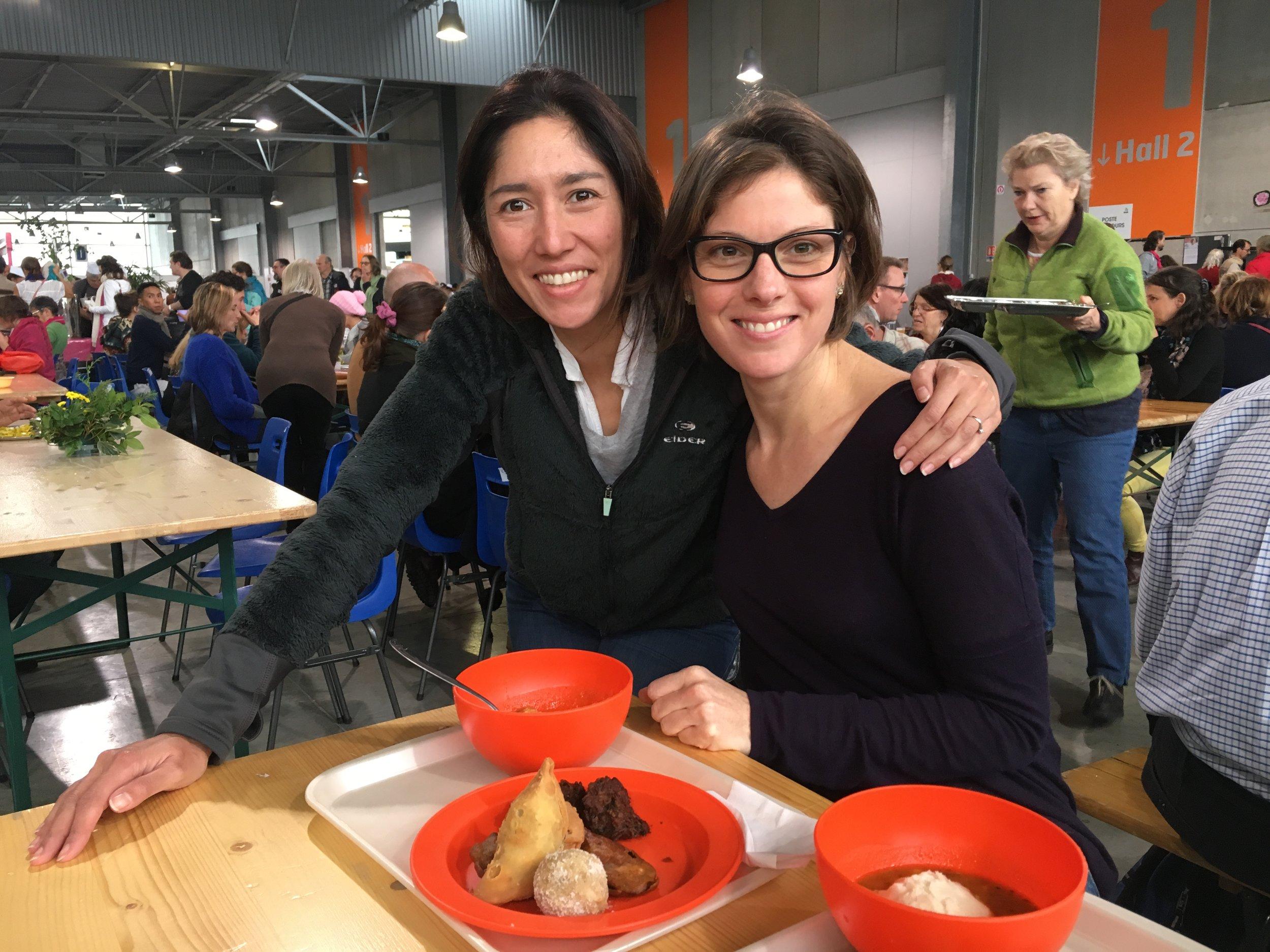 Hélène et moi, autour de notre repas indien ET végétarien !