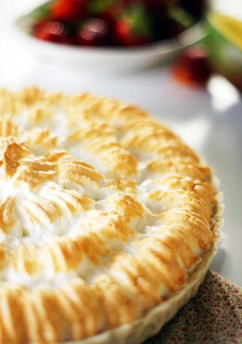 treat-of-the-week-strawberry-mango-meringue-pie5.jpg