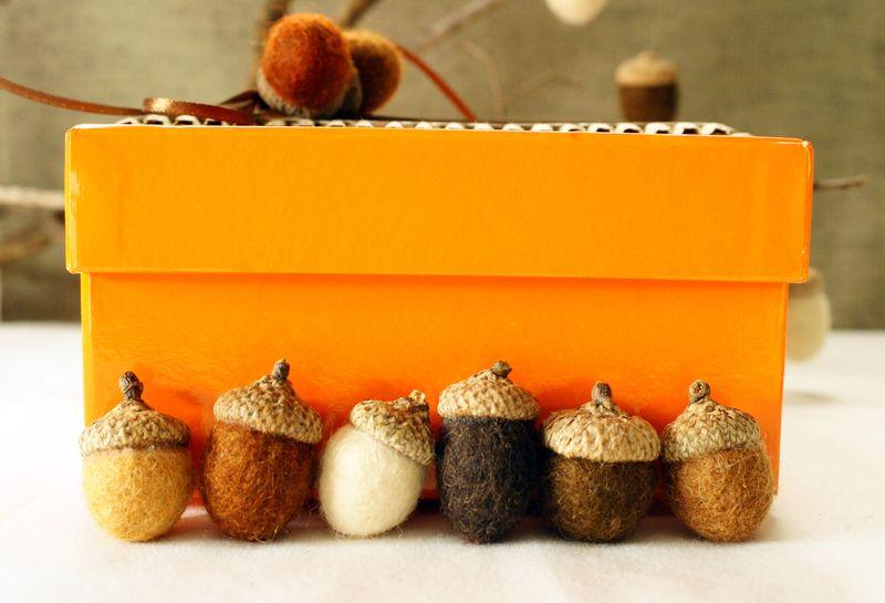 natural-craft-felt-acorns1.jpg