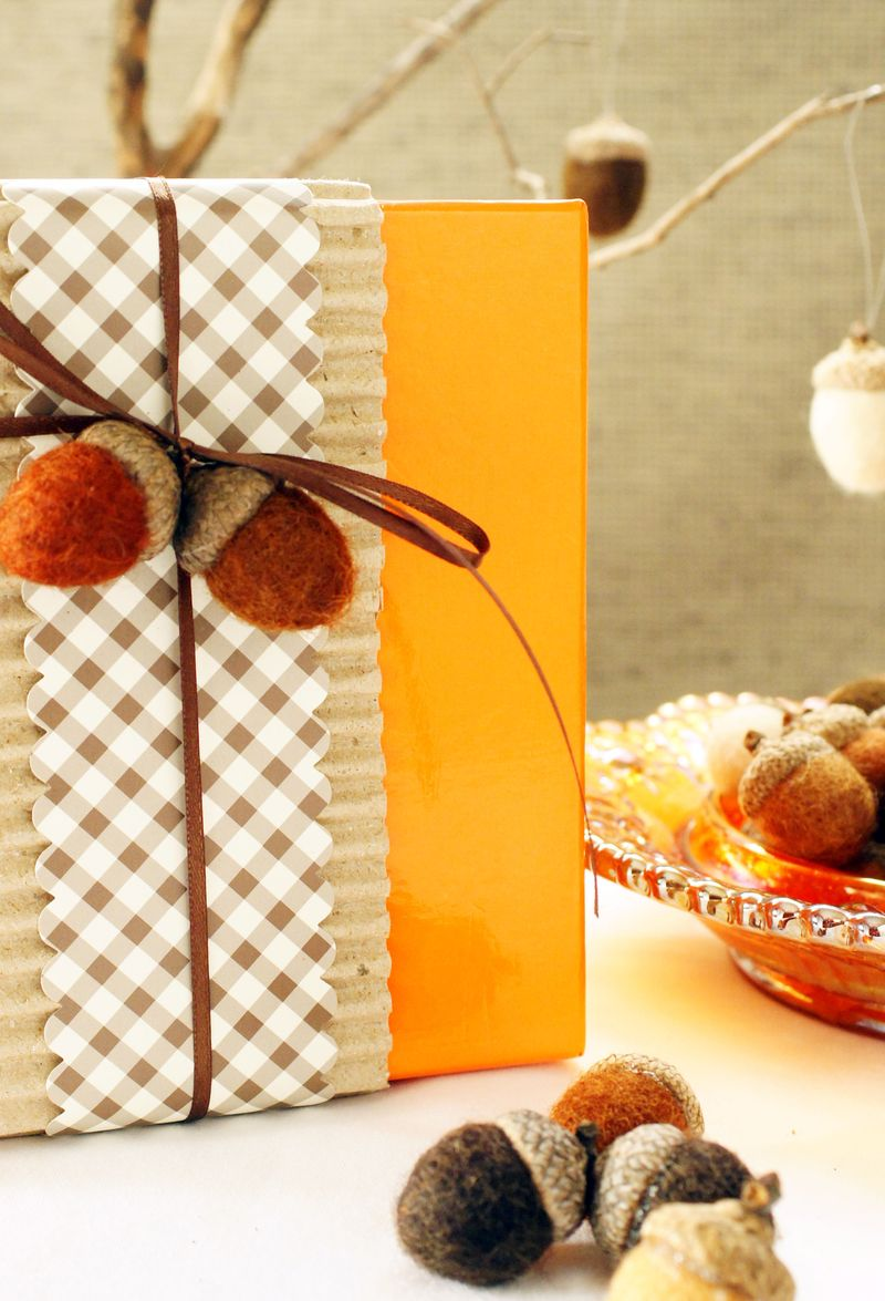 natural-craft-felt-acorns4.jpg