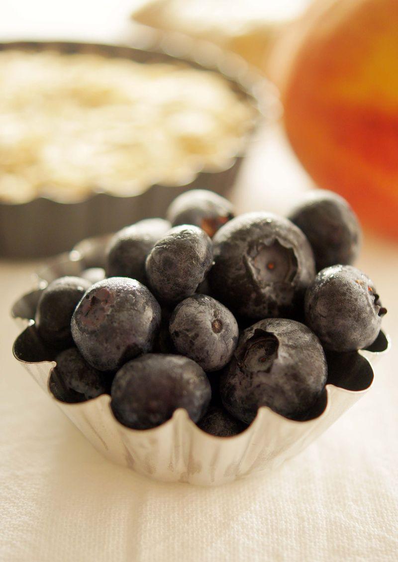 treat-of-the-week-ginger-peach-blueberry-tart3.jpg