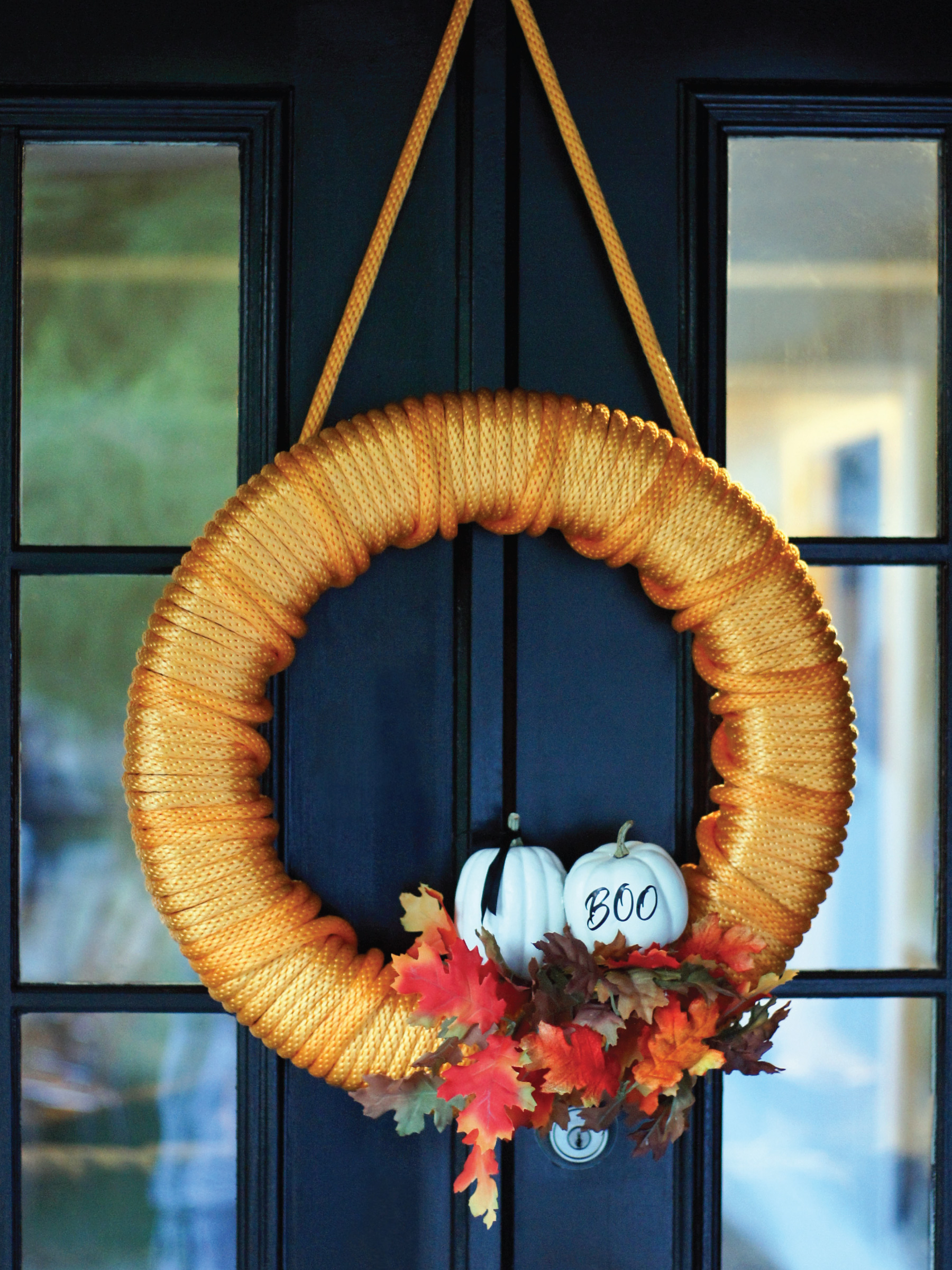 Tow Rope Halloween Wreath by Sam Henderson of Today's Nest for HGTV Gardens.