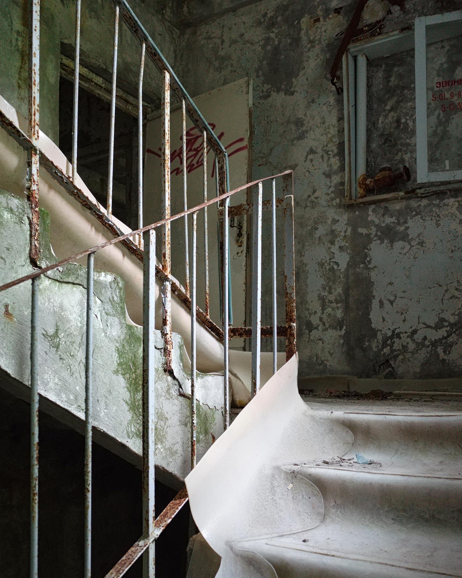 080_chernobyl_LazurnyPool_w.jpg
