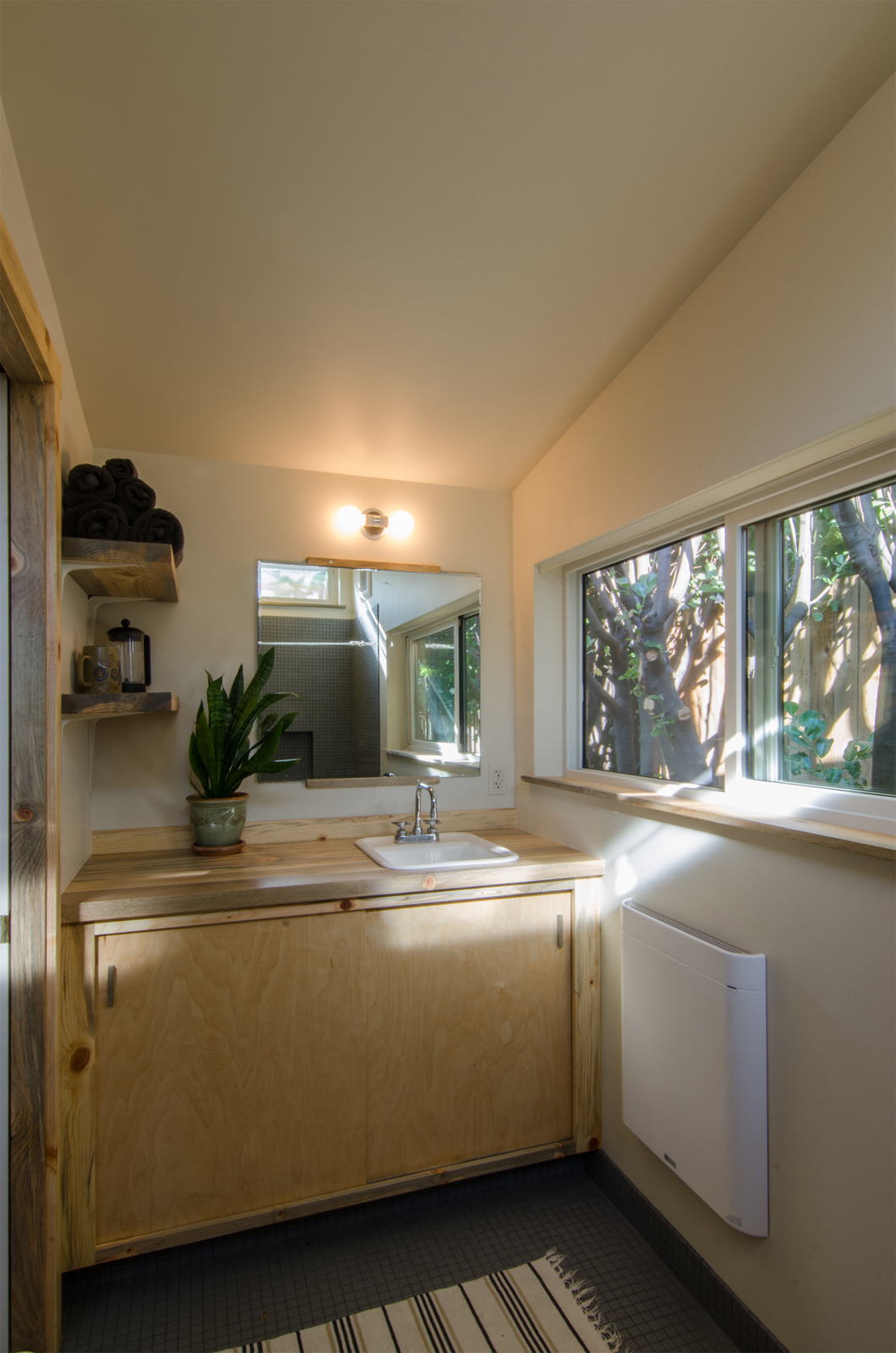 rodney studio-bathroom.jpg