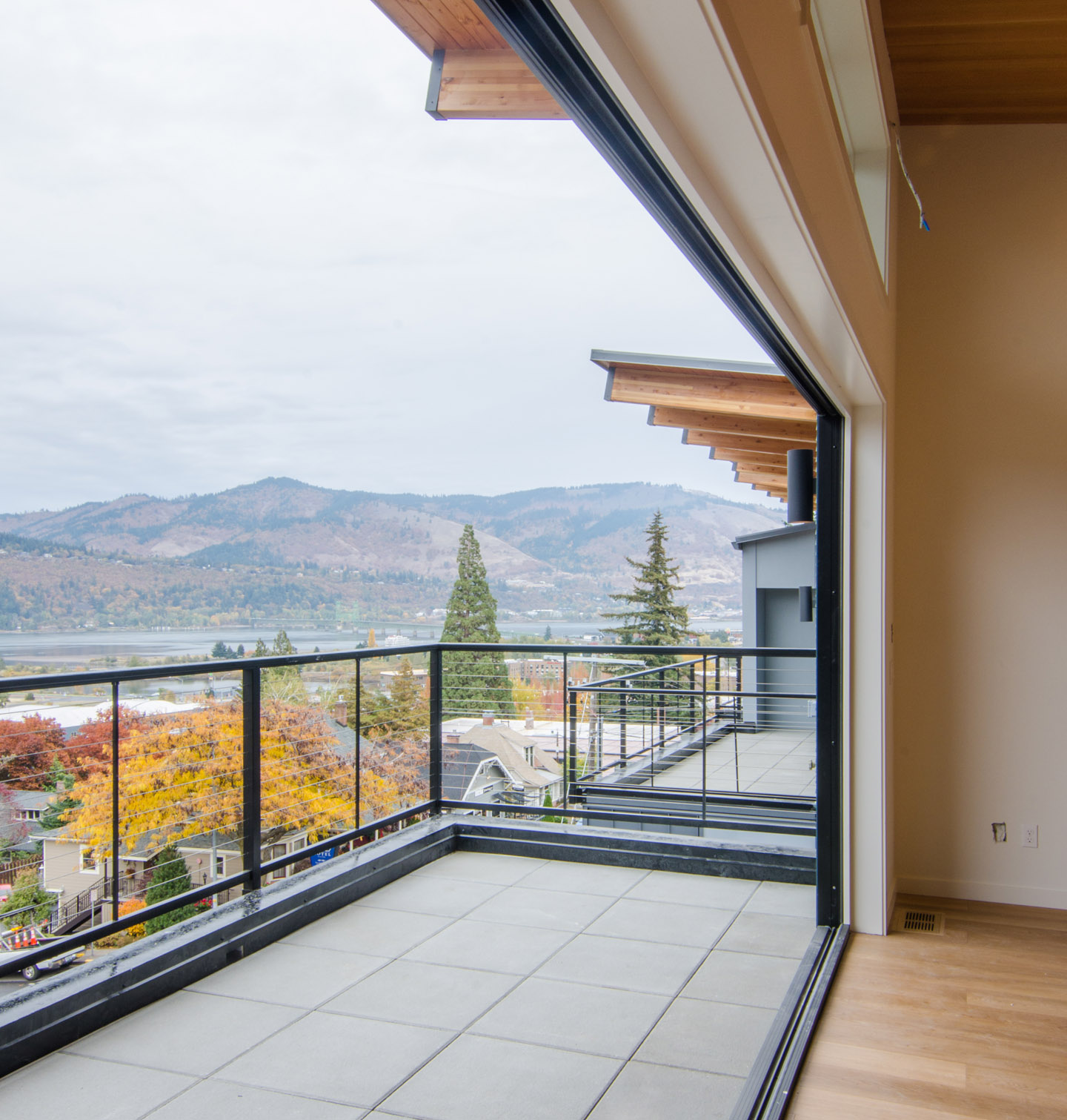 cascadia townhomes_hood river_accordian wall.jpg