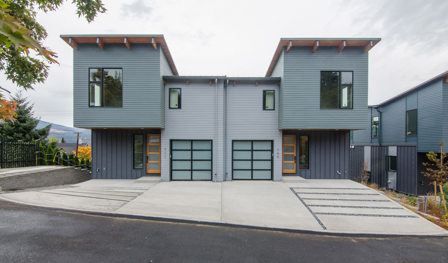 cascadia townhomes_hood river_state st garages.jpg