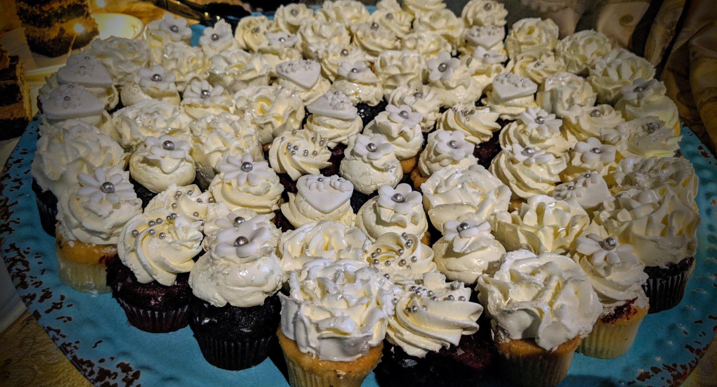 Mini Wedding Cupcakes 01.jpg