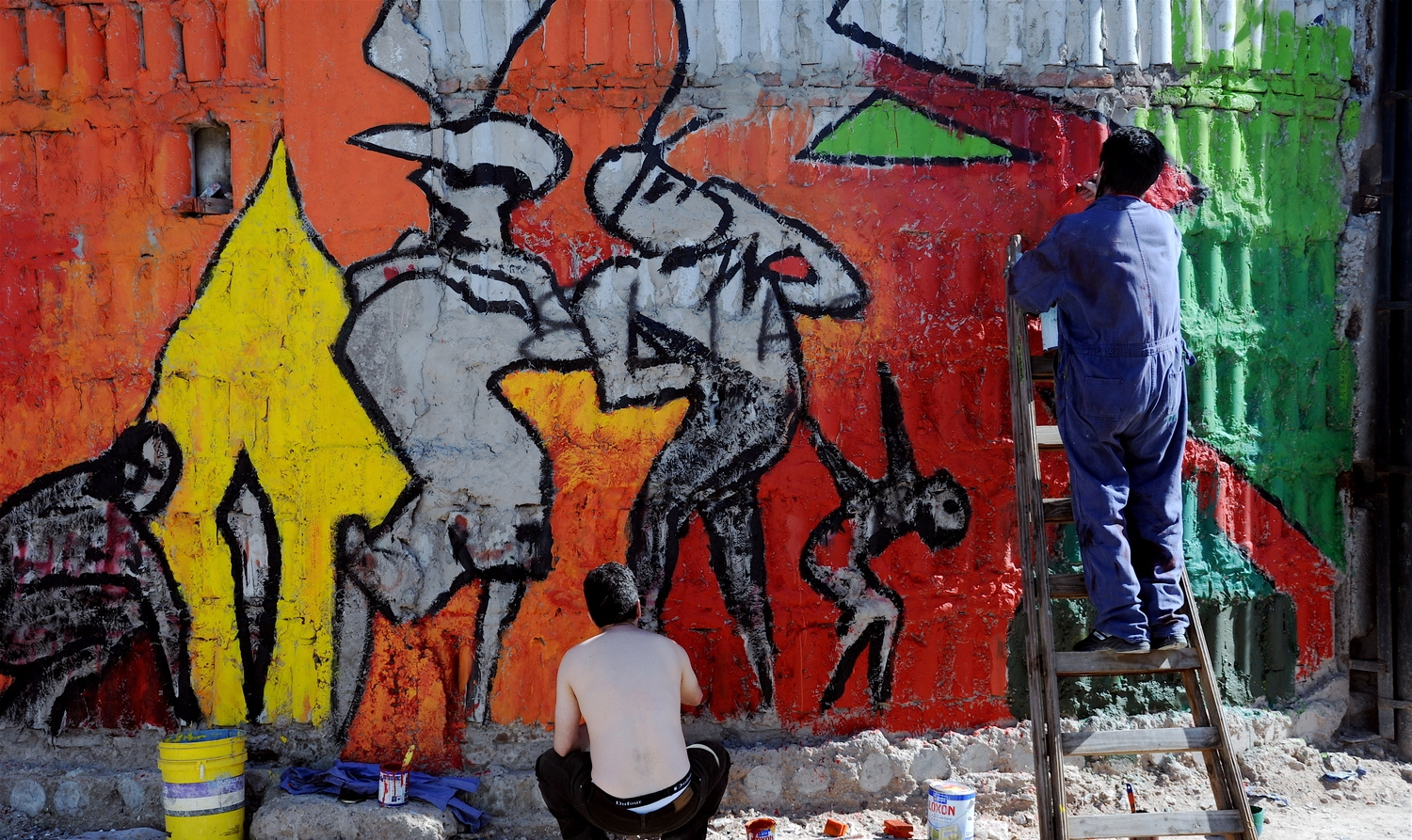 Painting a Mural in Barrio 21.24