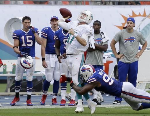 Bills Dolphins Football.JPEG-0e0b2.jpg