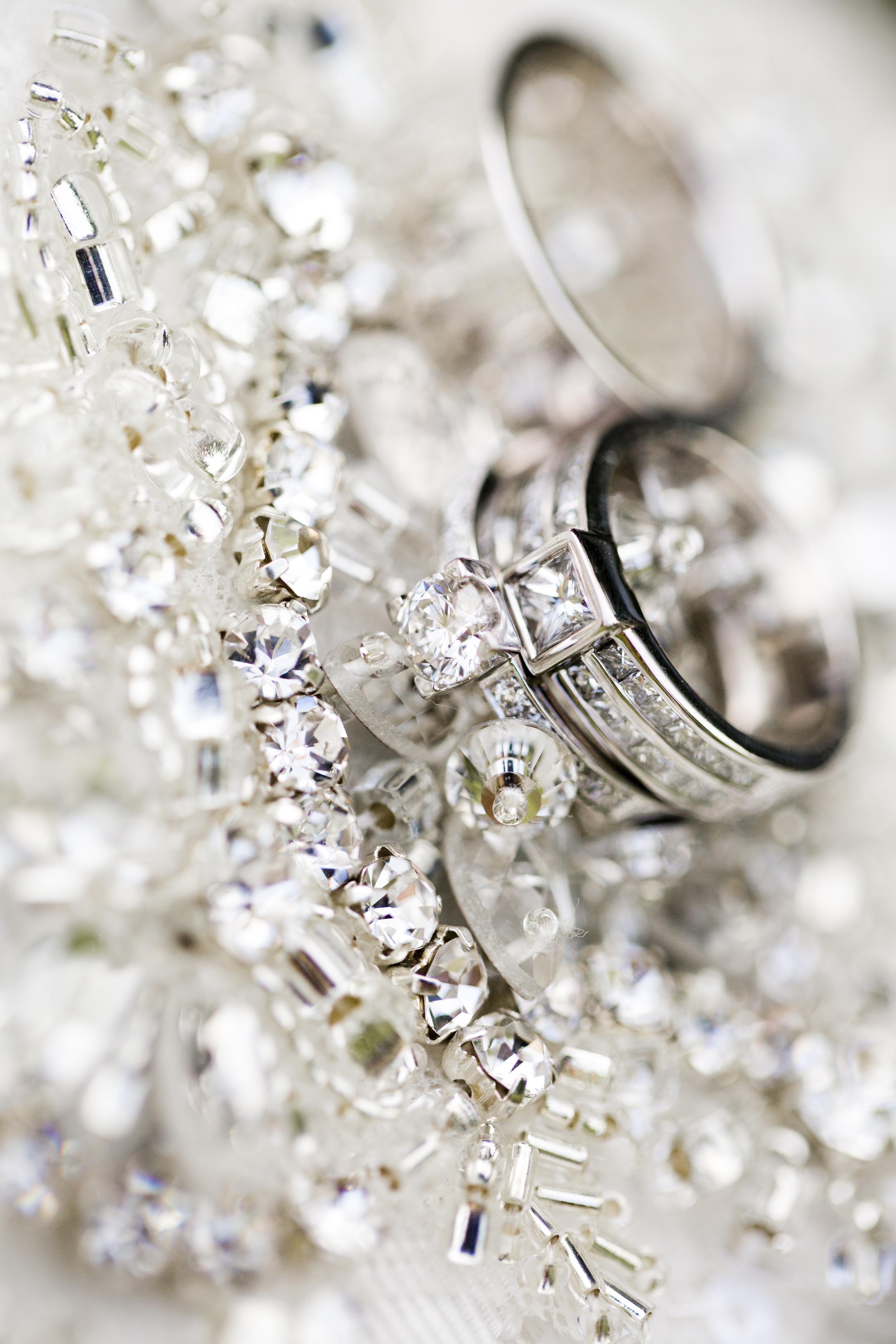 vigselringar med diamanter