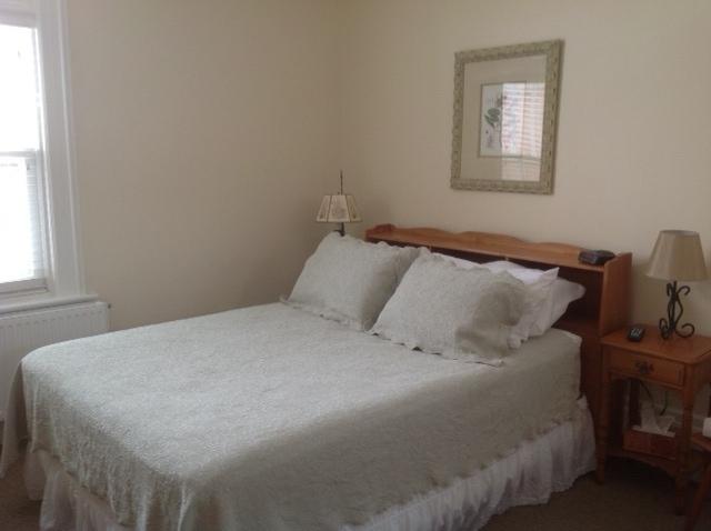 room-202-queen.jpg