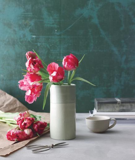 Tom Borgese_How To Arrange Spring Flowers 2