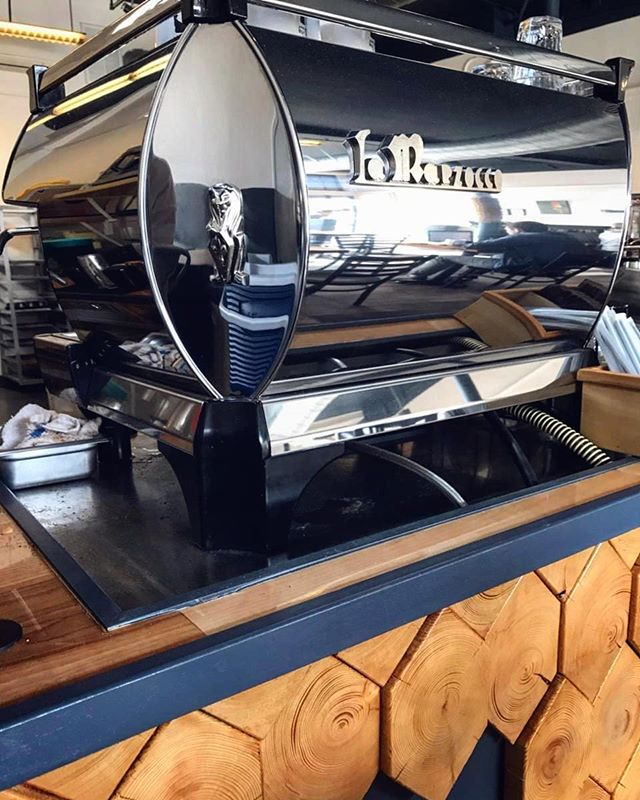 We can get little nerdy over our coffee equipment, so when we were redesigning Little Dog, it was really important for us to be able to show off our sexy espresso machine! Check out that shiiiiine 🤓☕