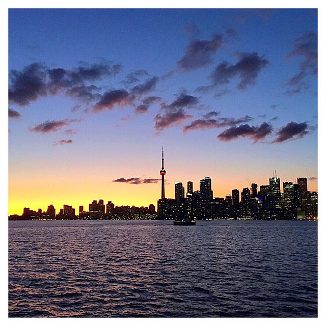 "Not twice the same... but every time beautiful! Love that City and it's Skyline XoXo from Toronto (Toronto Postcard bracelets here to stay)🏙 ❤️ 🇨🇦🇨🇦🇫🇷🇫🇷 🇫🇷 🇫🇷 Couché de soleil sur la CN tower et le Skyline de Toronto! On ne s'en lasse pas... Toronto❤️ (bracelet ""Love from Toronto"" sont dispo sur le e-shop) 🏙🇨🇦🌜🌙🌟🇨🇦❤️ 💋❤️🏙🇨🇦✨🌙 🏙💋❤️✨🇨🇦 🇨🇦✨💋❤️ ❤️💋✨ 💋🇨🇦 💋 #lovetoronto #torontoskyline #torontoislands #supportlocaltoronto #torontoartistsunited #imadeitforyou #frenchintoronto #frenchiesoftoronto #parisianintoronto #slowfashion #torontomatters #madeincanada🇨🇦 #ivanethiebaut #ivanethiebautjewellery #frenchtoronto #torontojeweller #torontoweddings #torontoislands #lovetoronto #ilovetoronto❤ #torontoliving #torontolifestyle #torontolife #instatoronto #torontophotography"