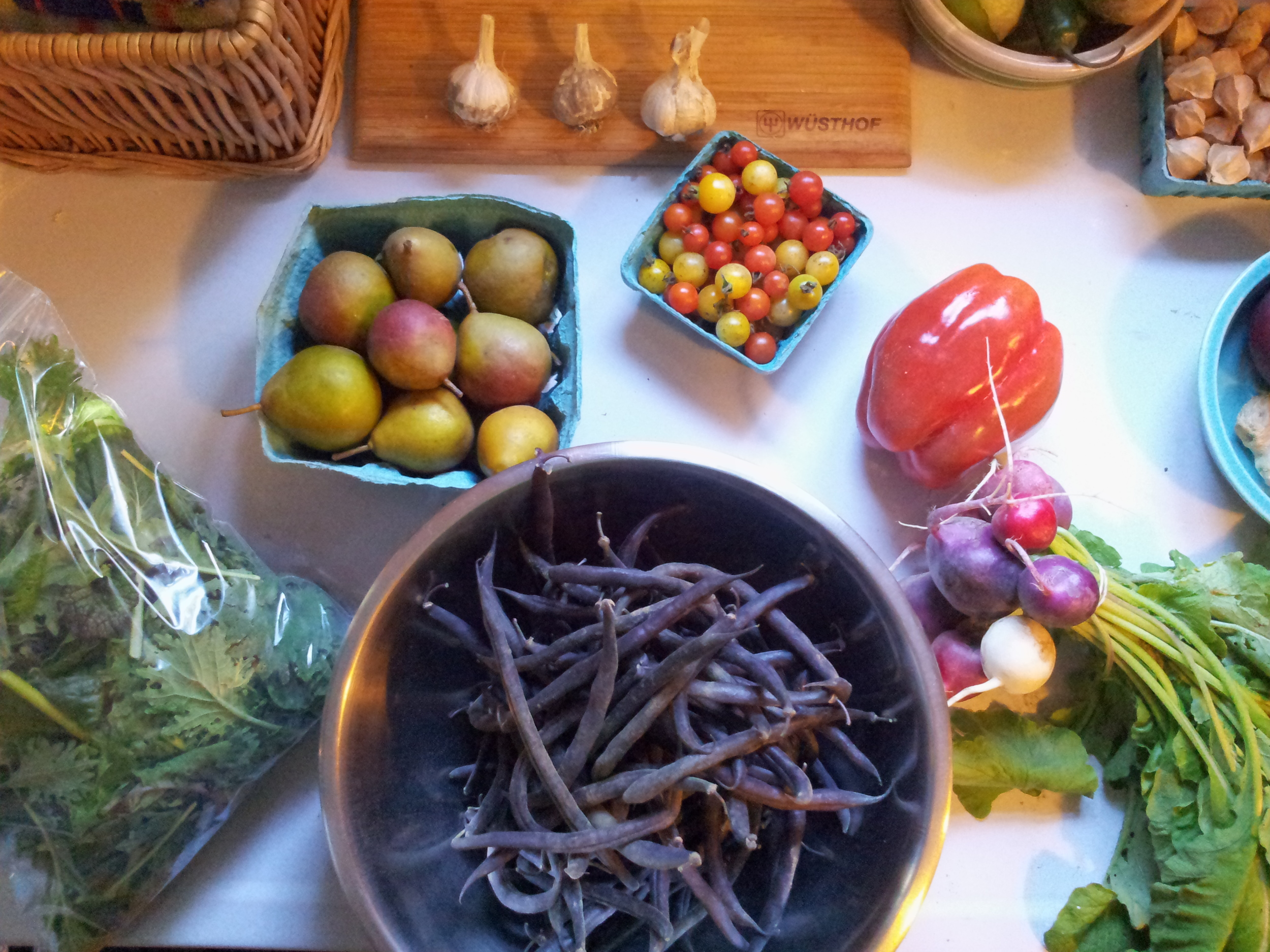 The September 18th share, minus 3 gorgeous Russet potatoes.