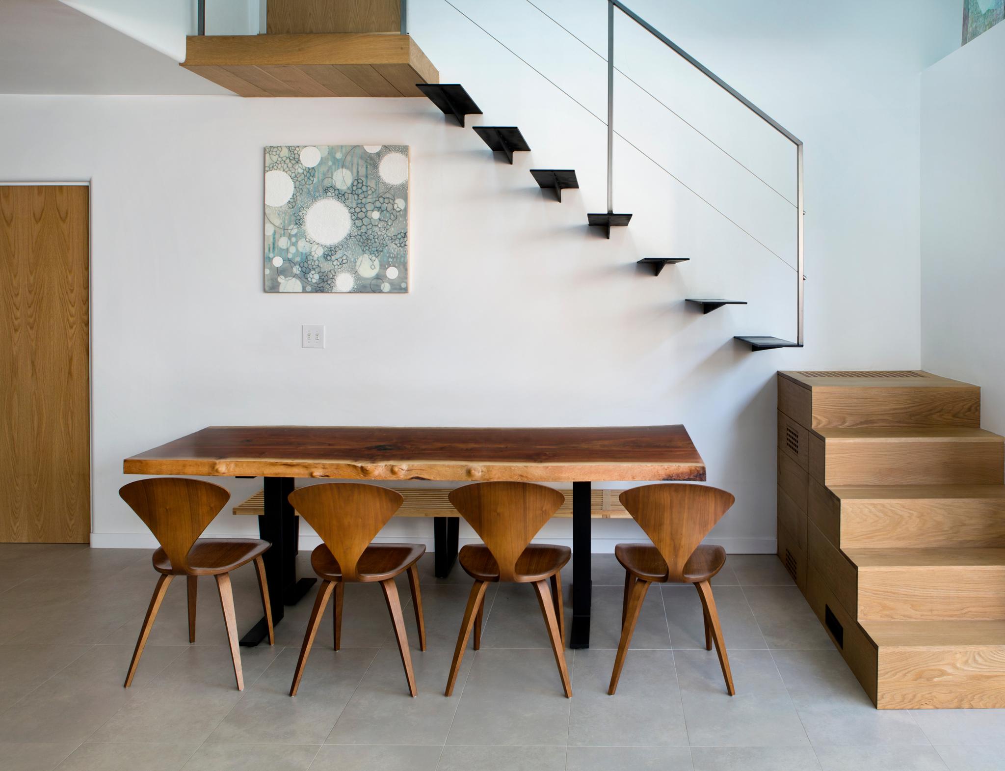 Seneca_table_stair.jpg