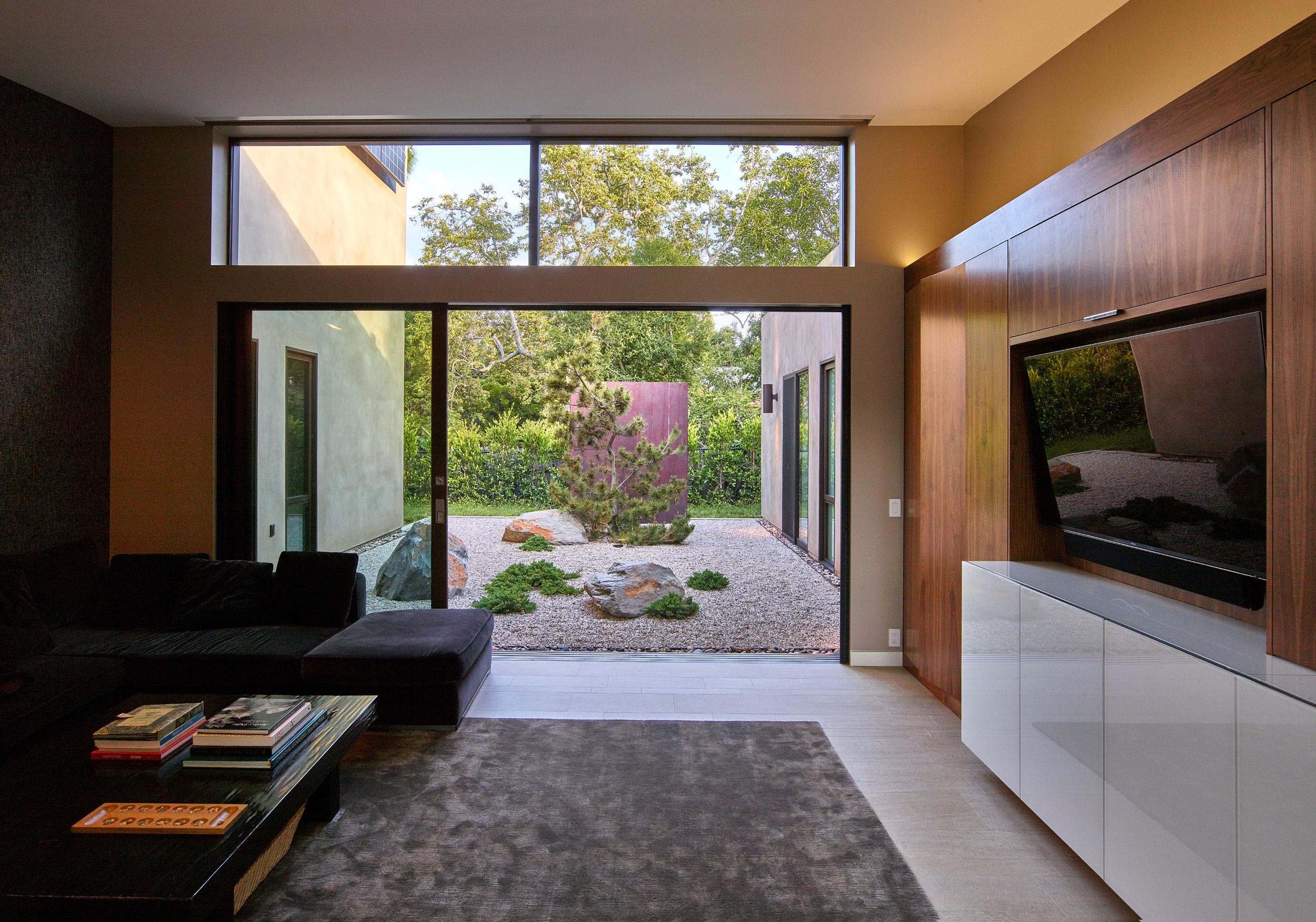 Mandeville house - Den looking into the Zen garden